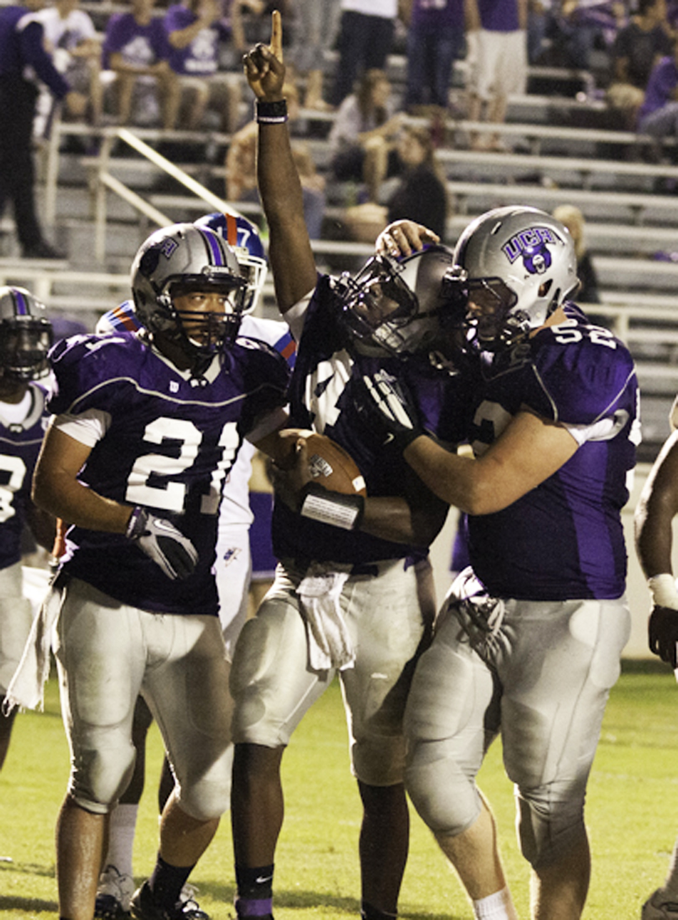 UCA's Anthony Smothers (4), Terence Bobo (21) and Nate Richards.