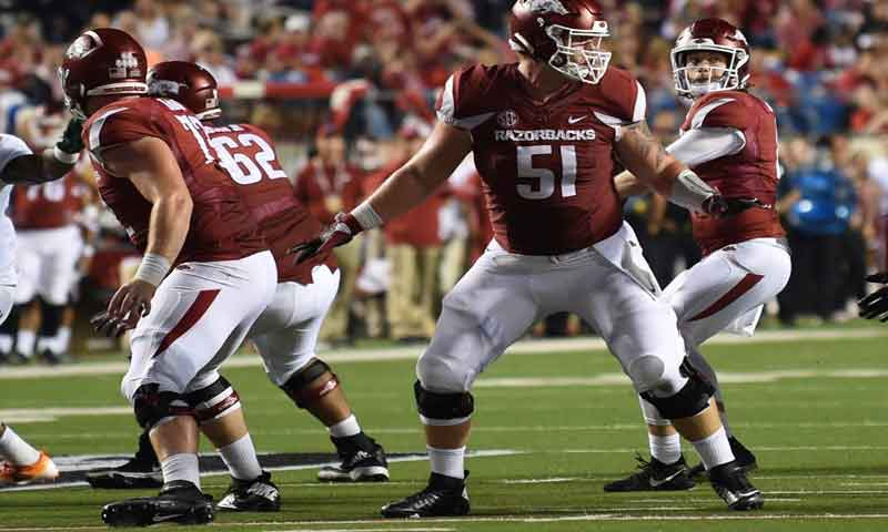 Hogs: Froholdt shifts to center; more notes