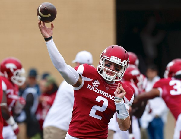 Hogs: QB Peavey tweets his transfer to SMU; D line boasts depth; more notes