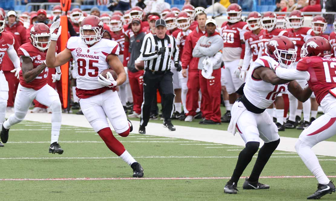 Red-White game: Morris praises receivers, Hog fans